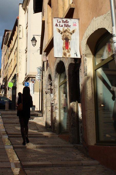 big-ben-street-art-la-belle-et-la-bete-2016