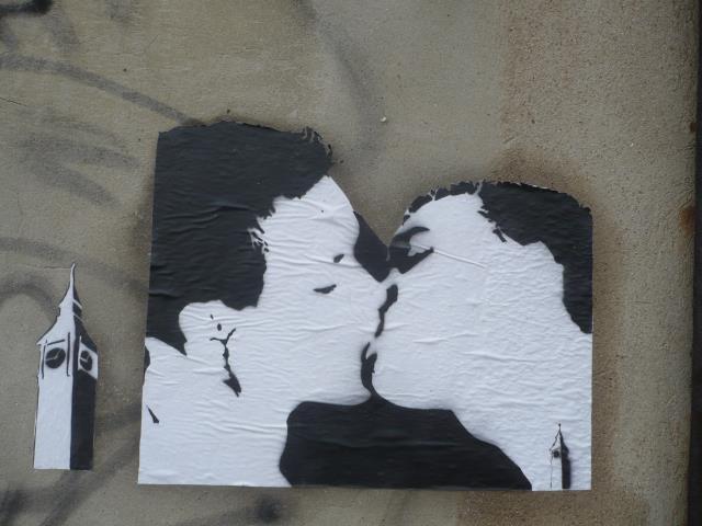 bigbenstreetart - kiss H