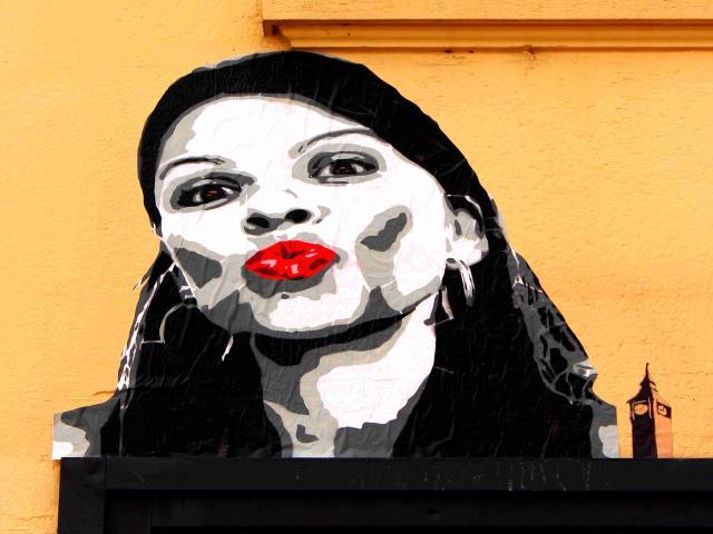 bigbenstreetart - kiss desange1c